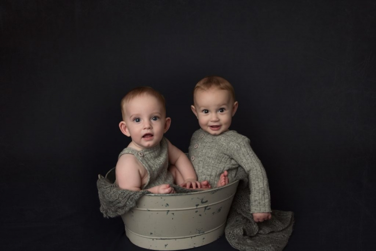 twin baby boys in a tub